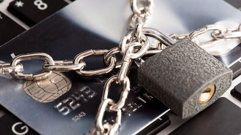 Можно ли снять деньги с карты арест
