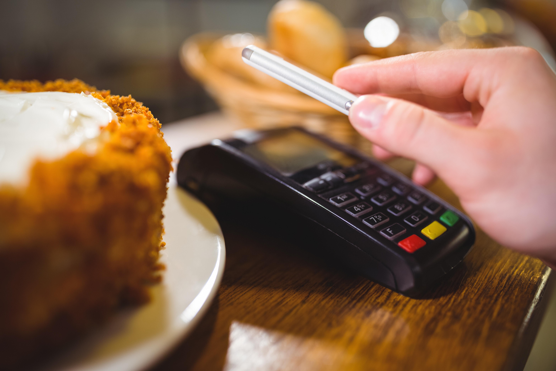 Могут ли мошенники снять деньги по номеру карты